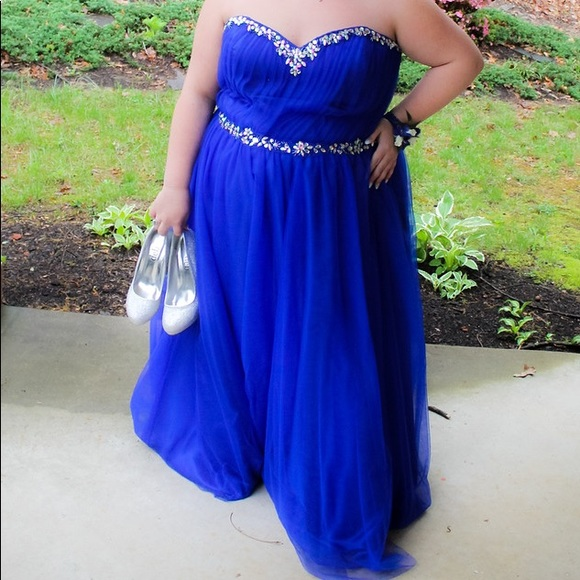 💙WORN ONCE NO TAGS Junior Plus Prom Dress💙